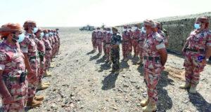 رئيس الأركان وقائد الجيش يزوران الوحدات العسكرية المنتشرة فـي محافظتي شمال وجنوب الباطنة