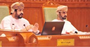 وزير الخدمة المدنية يلقي بيانا أمام الشورى حول خطط تطوير وتحديث وحدات الجهاز الإداري للدولة