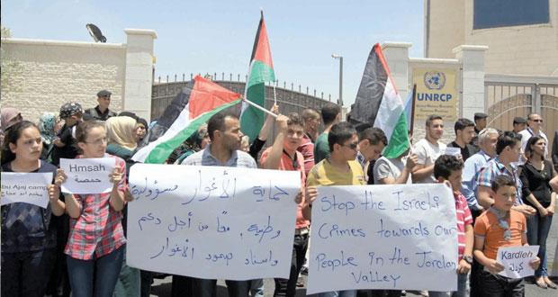 المرابطون في (الأقصى) يتصدون لميليشيات المستوطنين.. وقوات إسرائيلية خاصة تساند الاقتحام وتحاصر المسجد