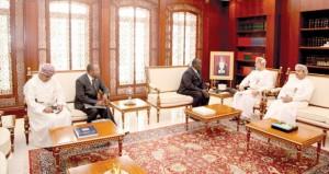 هيثم بن طارق والحراصي والضوياني يستقبلون الوفد البوروندي