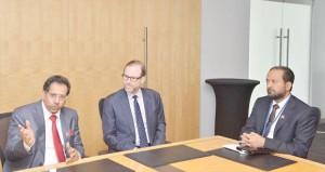 في إطار زيارة للولايات المتحدة الامريكية وزير الإعلام يجتمع برئيس وكالة انباء رويترز