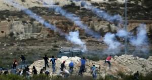 تجدد المواجهات بالضفة والقدس وقوات الاحتلال تمعن في إرهاب الفلسطينيين