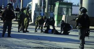 الاحتلال يصعد حملة الاعتقالات والفلسطينيون يطالبون العالم بالالتزام بـ(2334)