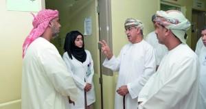 وزير الصحة يزور عـددا من المؤسسات الصحية في محافظة البريمي