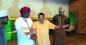 «البانوش»المسرحي يقدم مسرحية «حكمة المجانين»بشناص