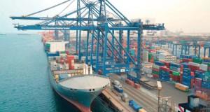 استعراض تطورات ميناء صحار ودورها في تحويل السلطنة لمركز لوجستي عالميا