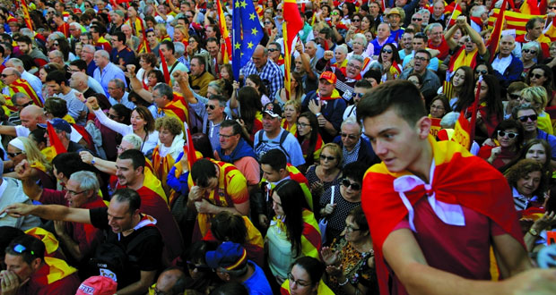إسبانيا: تظاهرات في كاتالونيا تأييداً لـ(الوحدة) وبوتشيمون يدعو لـ(معارضة ديمقراطية)