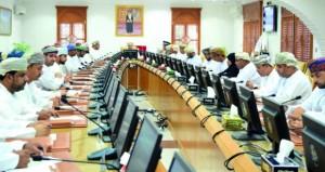المجلس البلدي بشمال الباطنة يناقش احتياجات المحافظة لعدد من لمشاريع الخدمية