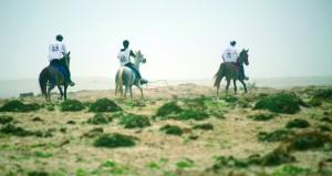 خمسة خيول تتمكن من إكمال السباق بنجاح إثارة ودهشة تشهدهما القدرة والتحمل بمهرجان صلالة السياحي