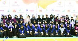 افتتاح فعاليات معسكر الفتيات بنزوى وسط مشاركة فعالة من قبل المشاركات