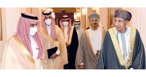 تتعلق بدعم مجالات التعاون .. رسالة لجلالة السلطان من العاهل السعودي