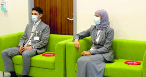 مطارات عمان تطلق حملة لتحصين موظفيها ضد فيروس كورونا