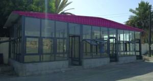 تحويل البسطات أمام مستشفى صحم إلى مظلات زجاجية مغلقة